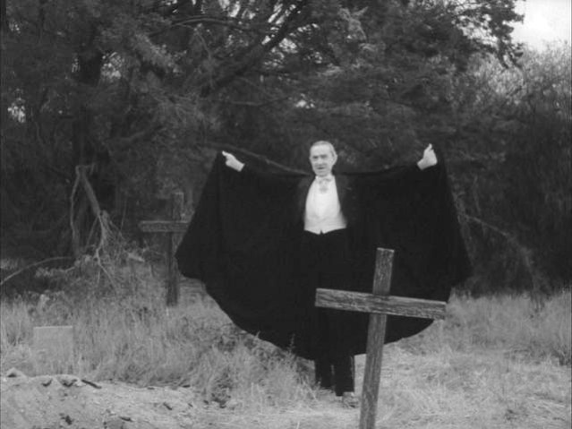 Bela Lugosi dans Plan 9. Il meut peu avant le début du tournage, et quelques scènes tournées auparavant sont intégrées dans le montage.