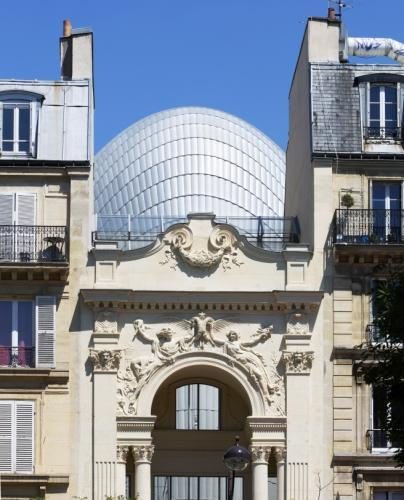 Derriere-la-facade-sculptee-par-Rodin-le-dome-du-nouveau-batiment-concu-par-Renzo-Piano-qui-abrite-le-siege-de-la-Fondation-Jerome-Seydou_gallery_carroussel