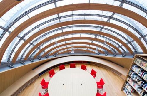 Le-Centre-de-documentation-et-de-recherche-au-dernier-etage-de-la-Fondation-Jerome-Seydoux-Pathe_gallery_carroussel