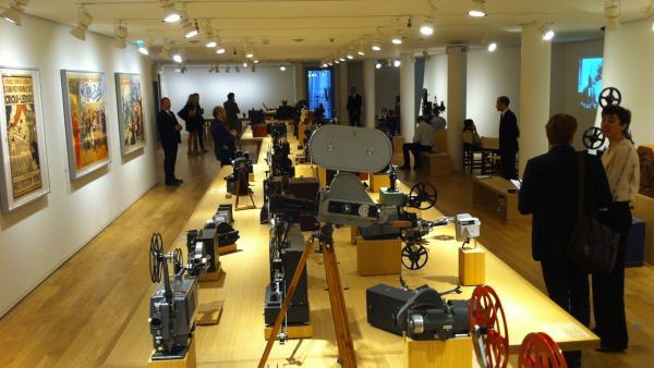 L'exposition d'appareils dans la Fondation Jérôme Seydoux-Pathé. Siegfried Forster / RFI