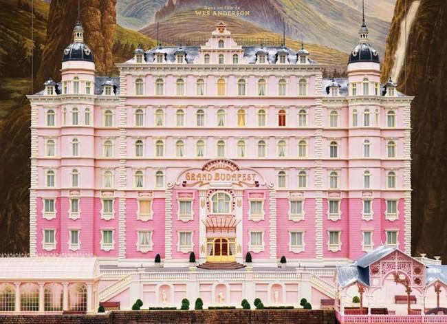Grand-Budapest-Hotel-detail-affiche_image-gauche